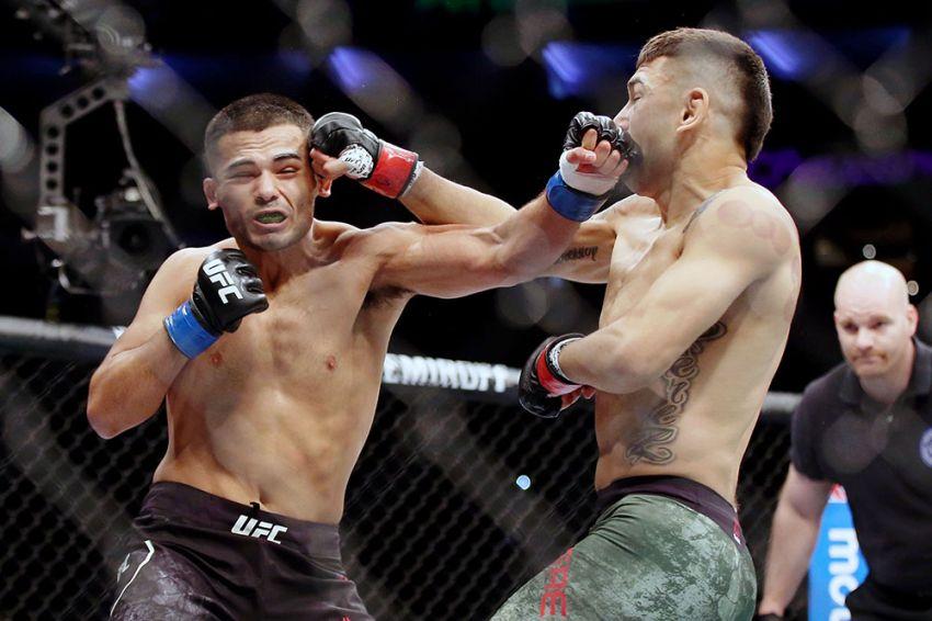 Видео боя Марк Де Ла Роса - Алекс Перес UFC on ESPN 2