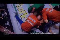 Нокаутированный боец ММА поймал рефери на удушающий