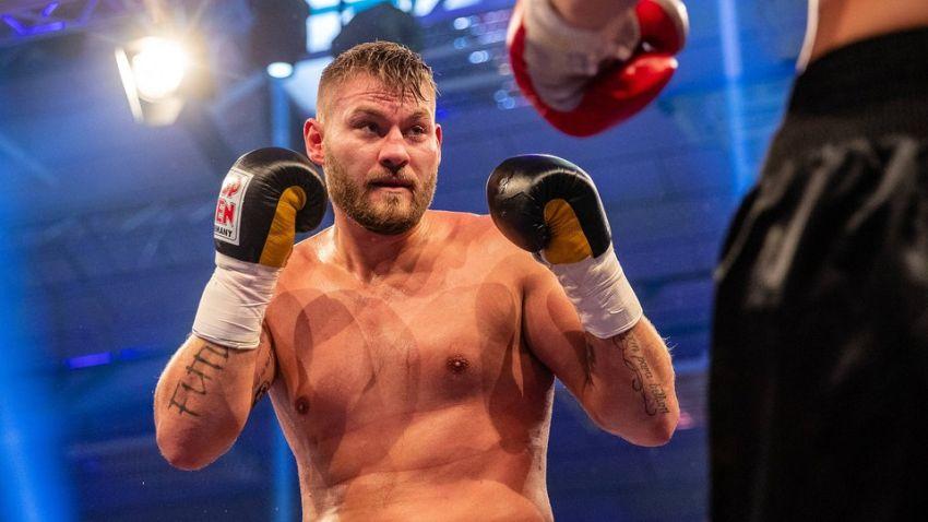 Том Шварц успешно вернулся на ринг после поражения Тайсону Фьюри