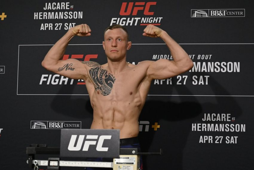 Jack Hermansson is ready to face Robert Whittaker or Paulo Costa to secure his title shot.