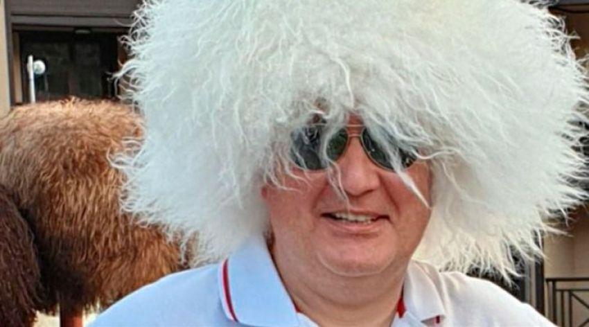 Глава Роскосмоса надел папаху и поздравил Нурмагомедова
