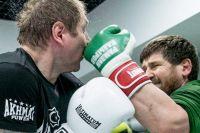 """Александр Емельяненко показал, как Кадыров избивает его на спарринге: """"Бил жестко с обеих рук!"""""""