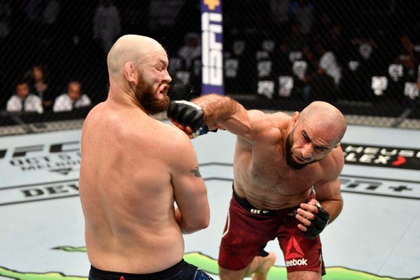 Омари Ахмедов победил Зака Каммингса на UFC 242