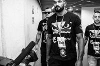 Чемпион Bellator оштрафован за то, что вылез из клетки после победы над соперником