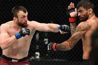 Муслим Салихов победил Элизеу Залески Дос Сантоса на UFC 251