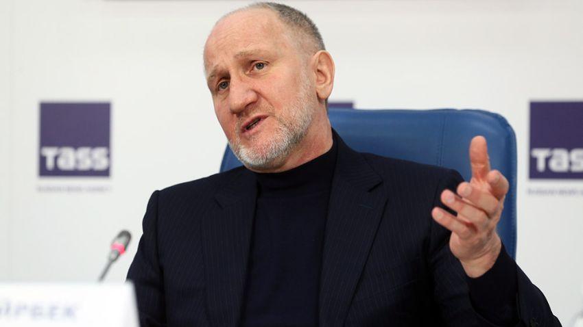 Основатель ACB Майрбек Хасиев обвинил бывшего бойца лиги во лжи