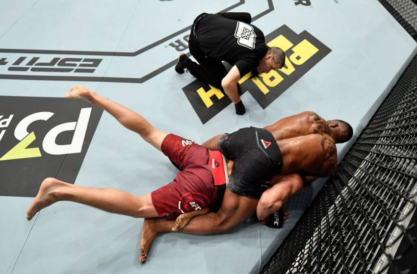 "Карл Роберсон ""задушил"" Романа Копылова в третьем раунде на UFC Fight Night 163"