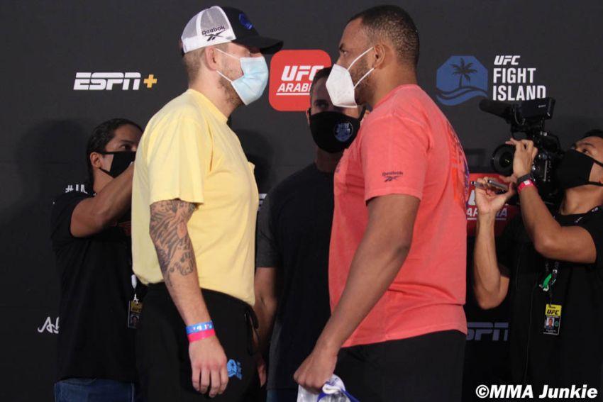 Видео боя Крис Даукаус - Родриго Насименто UFC on ESPN+ 37