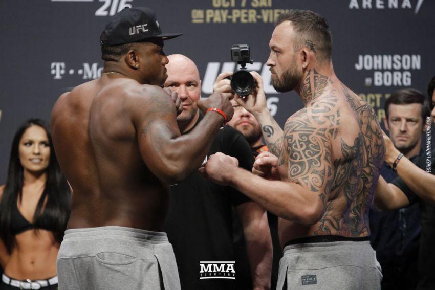 Видео боя Уолт Харрис - Марк Годбир UFC 217