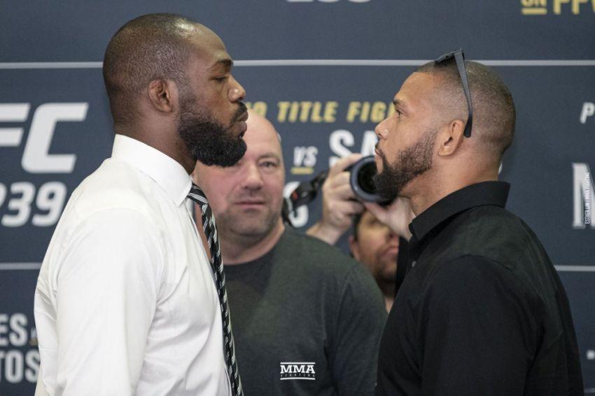 Битвы взглядов участников турнира UFC 239: Джон Джонс - Тиаго Сантос