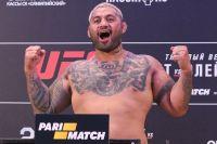 Видео взвешивания хедлайнеров турнира UFC Fight Night 136 Moscow