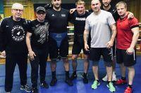Александр Поветкин со спарринг-партнёрами перед боем с Фьюри