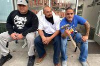 Тренер Брендона Риоса дал отпор мародерам, попытавшимся проникнуть в его боксерский зал и парикмахерскую