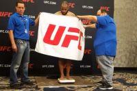Хедлайнеры UFC 210 сделали вес! Но далеко не все прошло гладко...