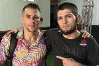 Кадр дня: Хабиб Нурмагомедов и Дастин Порье сделали совместное фото после боя