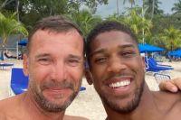 Энтони Джошуа во время отдыха на Барбадосе встретился с Андреем Шевченко