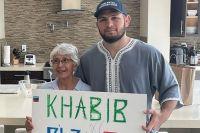 Хабиб Нурмагомедов осчастливил пожилую фанатку из США