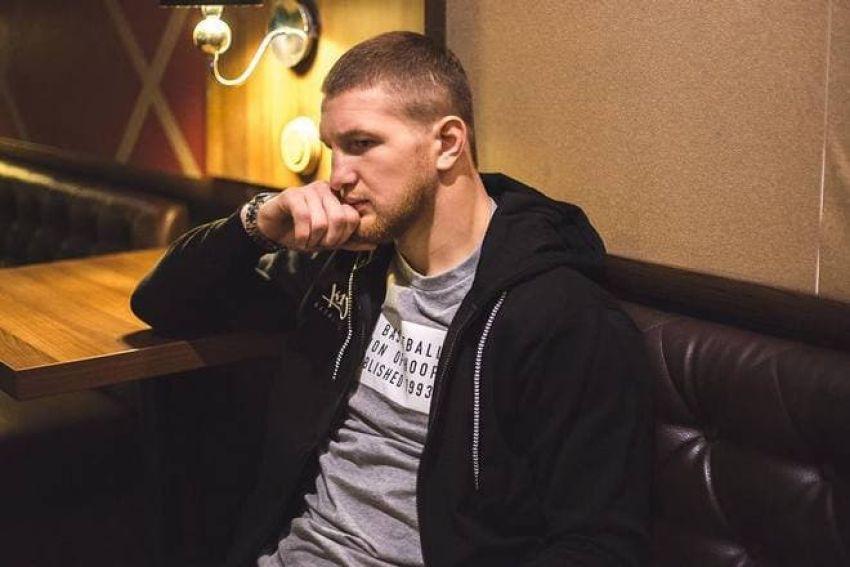 """Минаков - о появлении Минеева в клетке во время интервью Гребнева: """"Допускаю, что агрессия со стороны зрителей произошла из-за этой ситуации"""""""