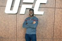 """Фрэнсис Нганну провел """"продуктивную"""" встречу с UFC"""