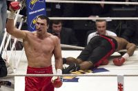 Этот день в истории: Владимир Кличко эффектно нокаутировал Эдди Чемберса на последних секундах 12-го раунда