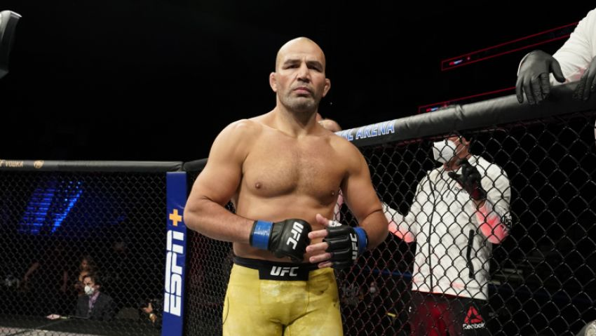 Glover Teixeira will be the reserve fighter for the bout between Jan Blachowicz and Israel Adesanya.
